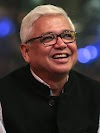 Short biography of Amitav Ghosh in english