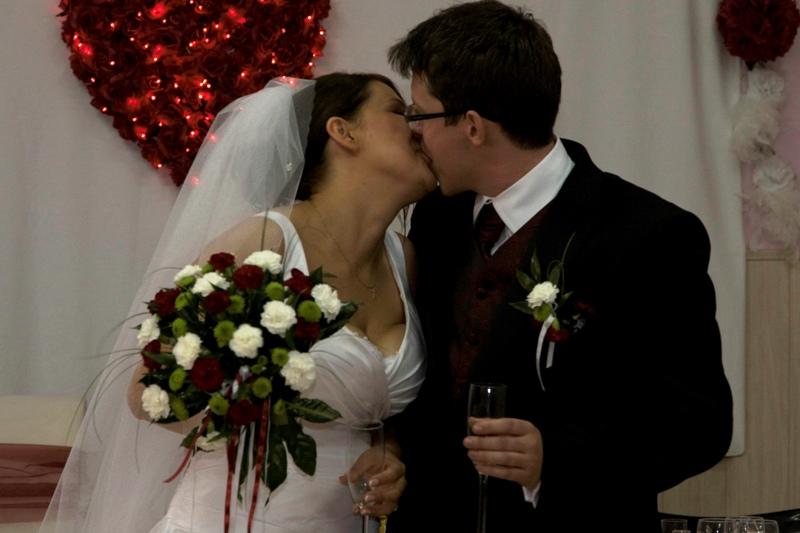 nowożeńcy, prezent z okazji ślubu, degustacja wina, prezent marzeń, voucher