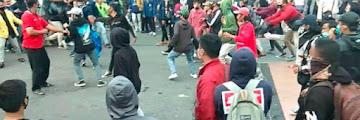 Anak STM Bergerak Ikut Demo UU Cipta Kerja di Depan Gedung DPR