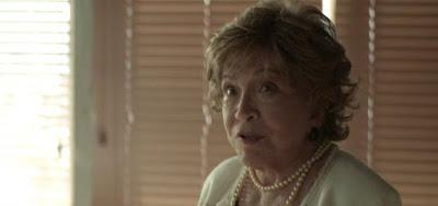 Gladys (Nathalia Timberg) dirá que não pode ficar com empregada grávida na novela das nove