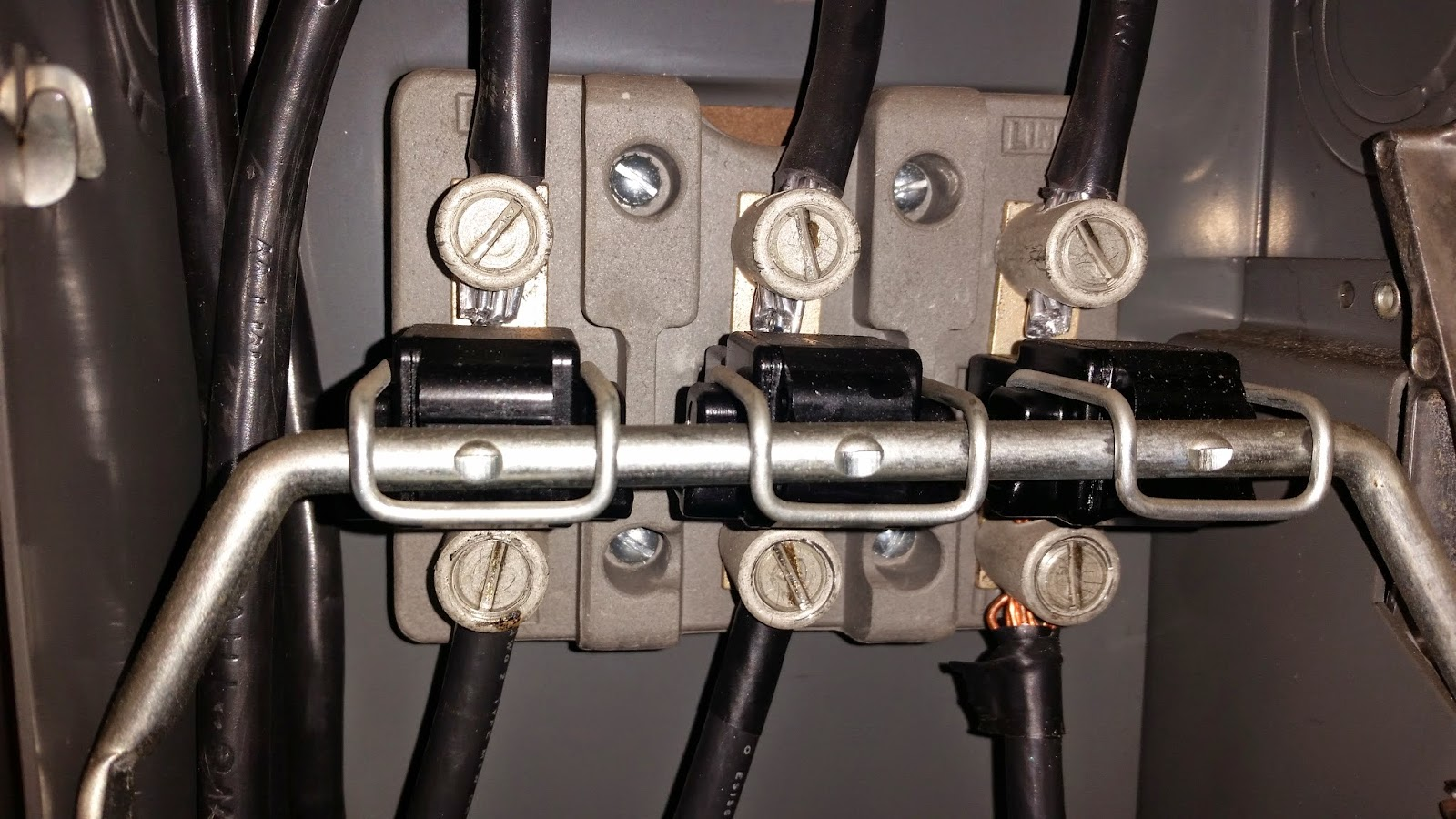 Chicago Elevator Maintenance Colley Aluminum Wiring To Copper This Is A Closer Picture Of The Connection Points On Disconnect You Can See Color Difference Between Wires Top Are And
