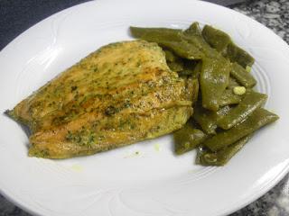 Salmón salvaje y judías verdes rehogadas al curry.