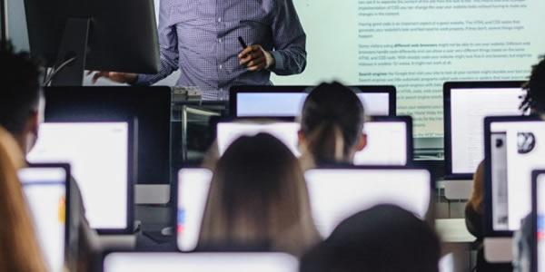 Cresce a oferta e a procura por cursos superiores na área de computação