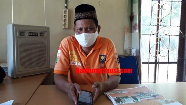 Secara Swadaya, Pemdes Telang Baru Patuhi Anjuran Pemerintah Lakukan Penyemprotan Disinfektan