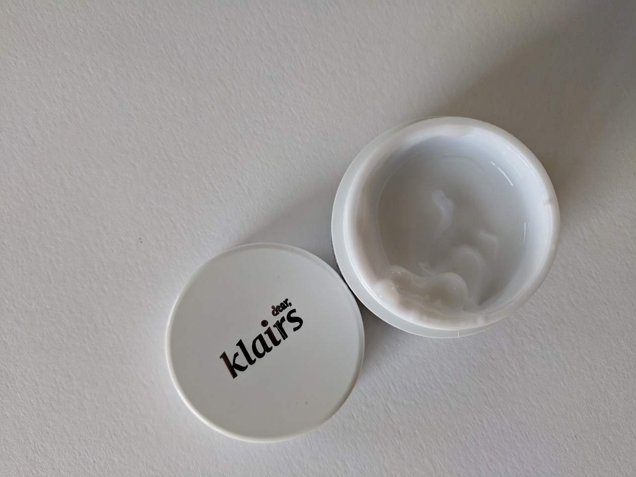 Klairs Freshly Juiced Vitamin E Mask pot and lid