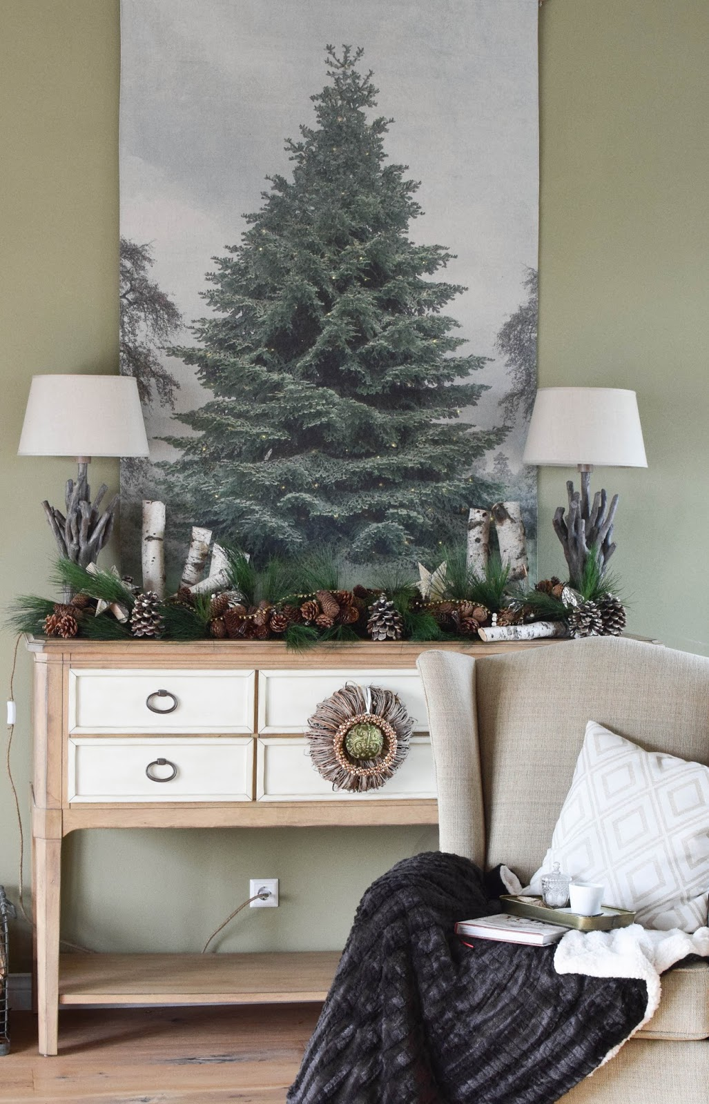 Weihnachtsbaum für die Wand: Weihnachtsdeko mal anders. Einfach und schnelle mit Lichterkette Tannenbaum auf Leinwand, Dekoidee, Deko, Weihnachtsdeko, Wohnzimmer