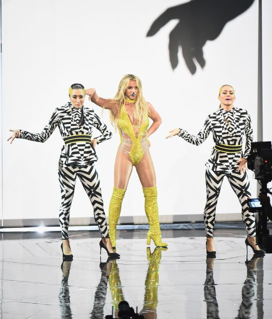 VMAs, VMAs 2016, MTV Video Music Awards, rihanna, drake, beyonce, ariana grande, kanye west, kim kardashian, britney spears, taylor hill, red carpet. lemonade, mtv, fashion, music, news,