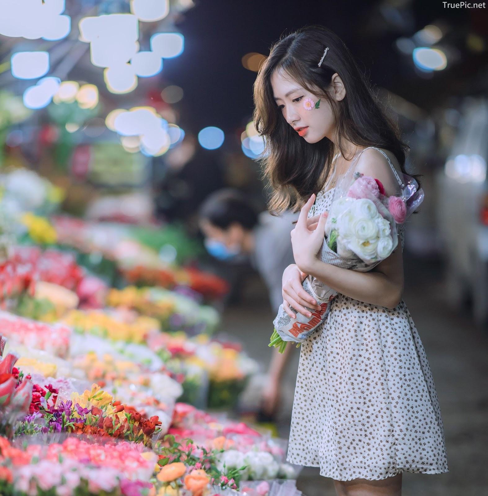 Vietnamese Hot Girl Linh Hoai - Strolling on the flower street - TruePic.net - Picture 7