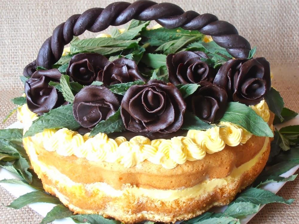 http://www.caietulcuretete.com/2012/06/tort-cos-cu-trandafiri.html