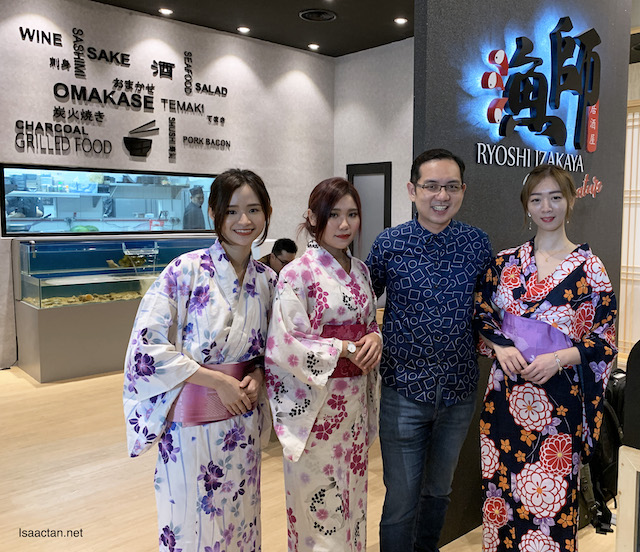 Took the chance to snap a pic with these ladies in kimonos