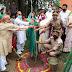 पौधरोपण के लिए ग्रामीणों को प्रेरित करने के उद्देश्य से प्रधान की अनूठी पहल
