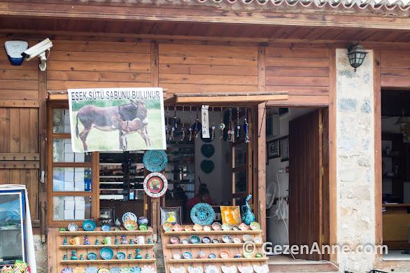 Eşek sütü sabunu Bozüyük köyünde bulunabilecek hediyelik eşyalardan, Muğla