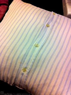 http://madredemialma.com/2012/03/diy-cojines-con-las-camisas-viejas-de-tu-chico/