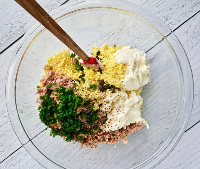 Tuna deviled eggs ingredients