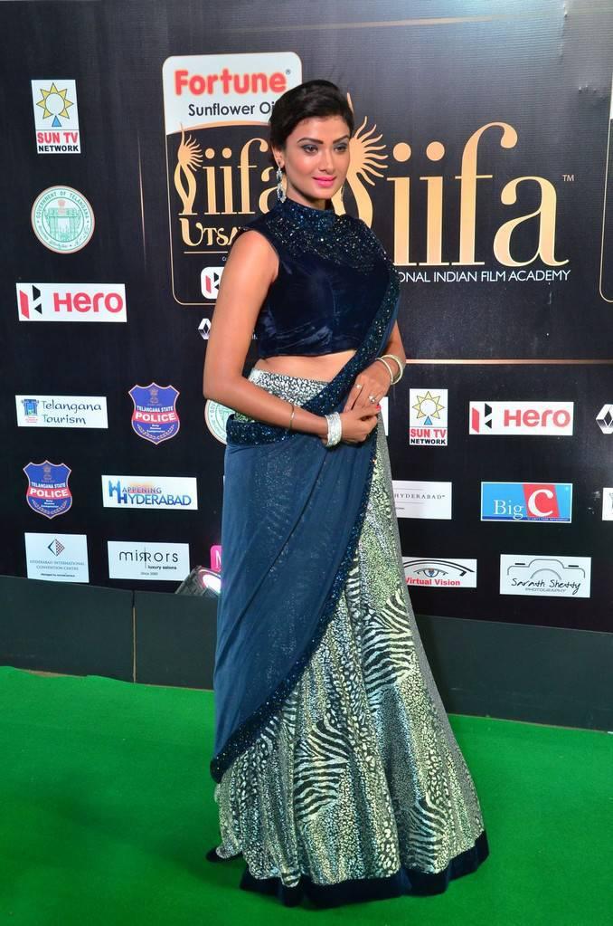 Indian Model Ishita Vyas At IIFA Awards 2017 In Blue Dress