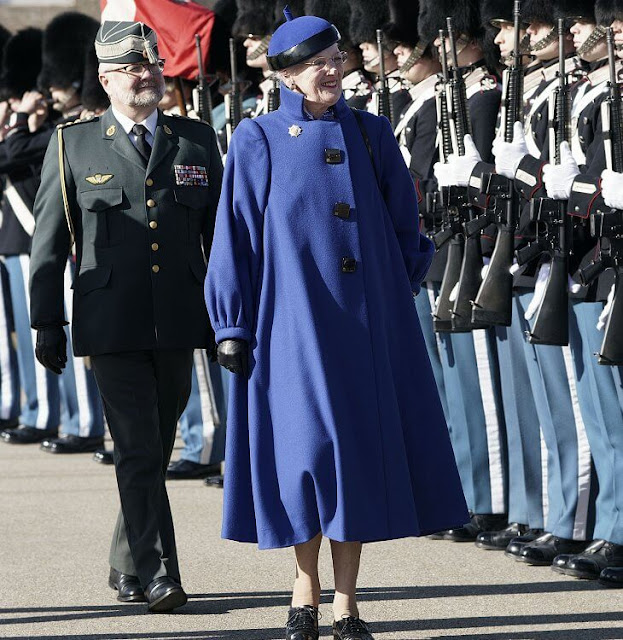 Queen Margrethe wore a blue coat and black shoes