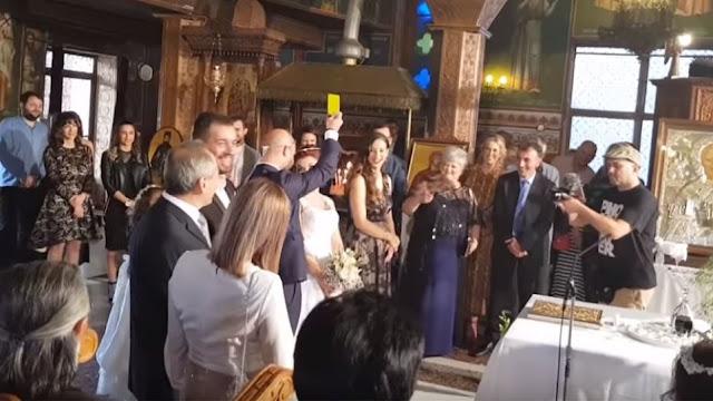 Γάμος... αλά ποδοσφαιρικά: Ο γαμπρός έβγαλε «κίτρινη» κάρτα στη νύφη όταν τού πάτησε το πόδι! (video)