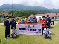 Melalui PMI, Palang Merah Hongkong Berikan 343 Paket Bantuan Perlengkapan Sekolah Di Kecamatan Kalianda dan Rajabasa