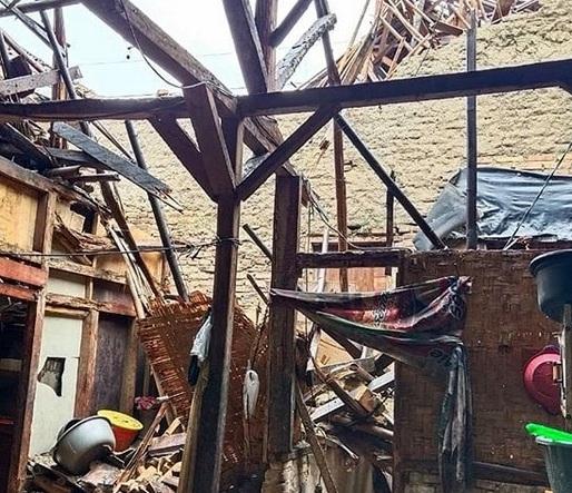 Hujan Lebat Robohkan 3 Rumah Di Kecamatan Cimarga
