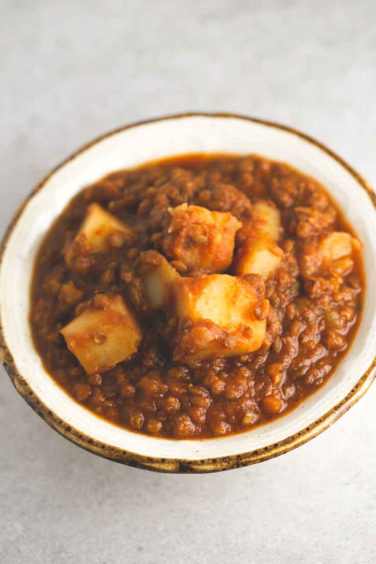 Vegan Lentil Stew: This vegan lentil stew is fat-free and to die for. It is a very healthy and complete dish, ideal for combating the cold and warming up.