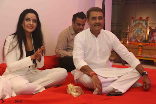 Sachin Tendulkar with his wife at Mata ka Jagrata hosted by Anu Malik 38.JPG