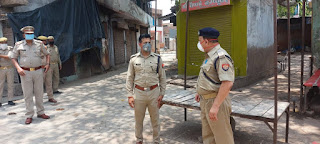 कोंच में पैदल गस्त कर लोगों से सोशल डिस्टेंसिंग बनाये रखने की अपील -पुलिस अधीक्षक जालौन                                  संवाददाता, Journalist Anil Prabhakar.                                                                                             www.upviral24.in