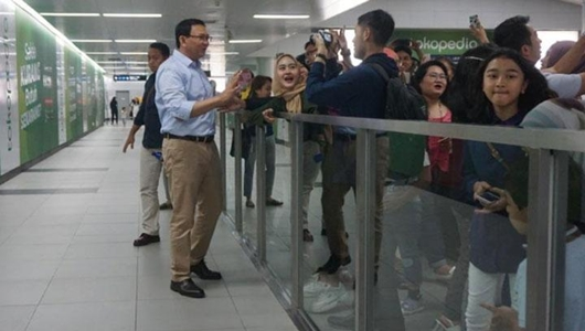 Staf Ahok: Ferdinand Mungkin Iri Tak Dikenal Saat Naik MRT