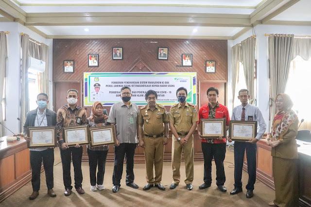 Bupati Beri Penghargaan SMK3 Ke Perusahaan Sehat Di Selayar