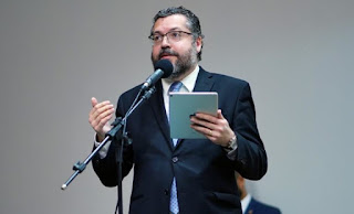 Senadores apresentam pedido de impeachment de Ernesto Araújo no STF