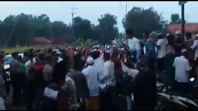 Mencekam! KH Ma'ruf Amin Disambut Ratusan Massa Prabowo di Jambringin Madura