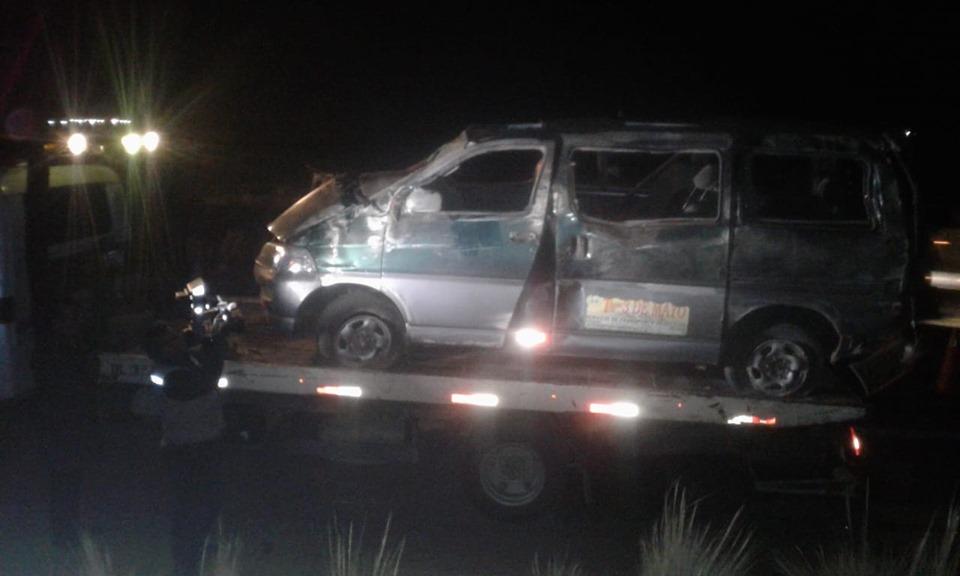 El minivan dio vueltas por exceso de velocidad según testigos del accidente vial /  FACEBOOK ROBERTO DE LA CRUZ