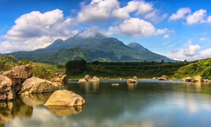 Keindahan Bentang Alam Ranu Manduro, Lokasi & Spot Foto