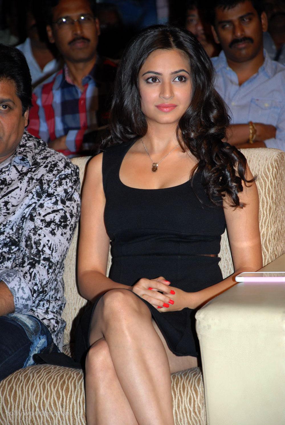 Kirti kharbanda in black tight skirt