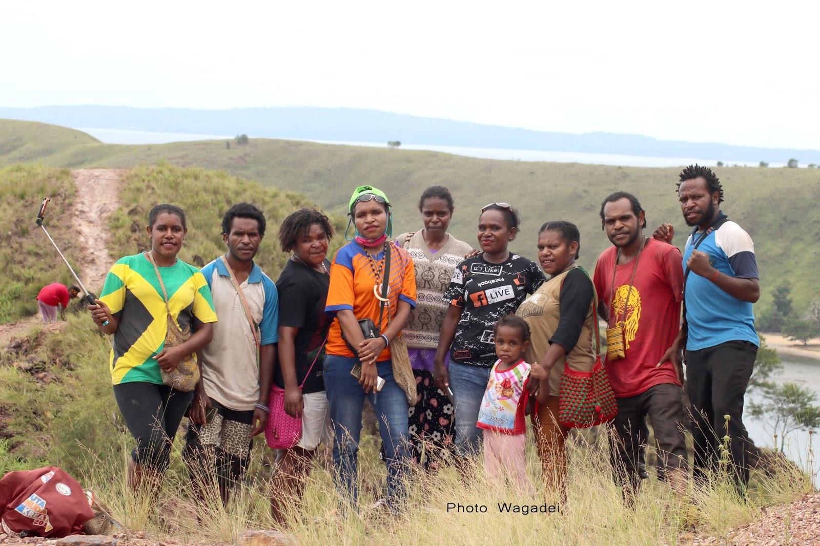Menikmati Wisata Gunung Botak Di Mansel Bersama Keluargaku