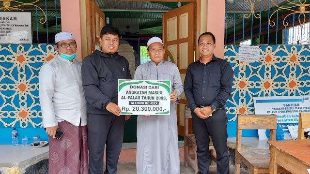 Alumni Ponpes Al Falah Angkatan ke 30 Salurkan Bantuan Uang Tunai
