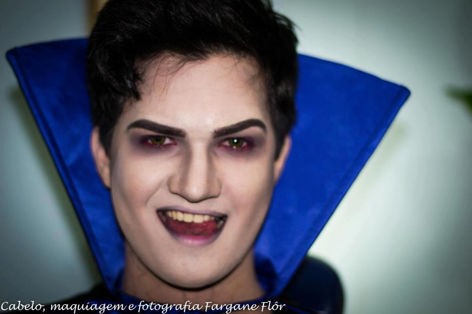 Vampire makeup men