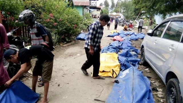 Korban Tewas Gempa Donggala dan Tsunami Palu Dimakamkan Secara Massal