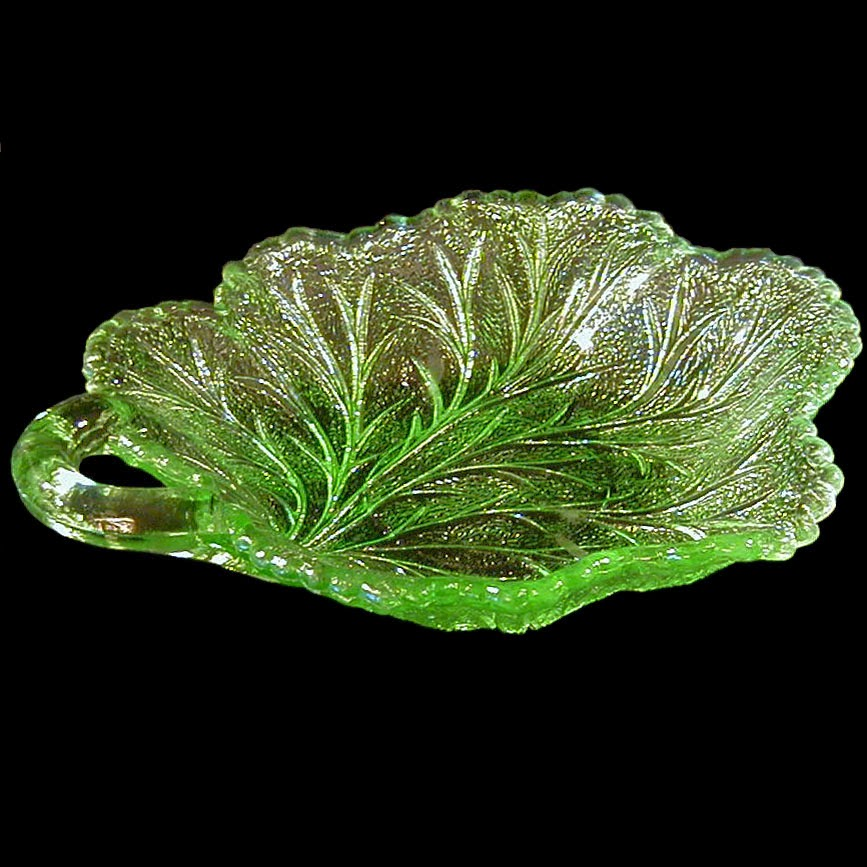 Green Pebble Leaf Dish