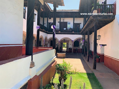A place to buy michoacan handicrafts is the House of the Eleven Patios in Pátzcuaro