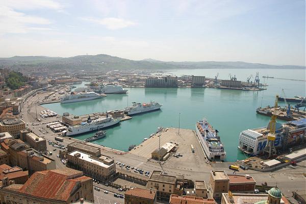 Αποκλεισμένοι στην Ιταλία - Δεν μπορούν να γυρίσουν στην Ελλάδα