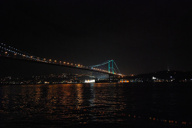 Мост через Босфор ночью.Стамбул. Турция.