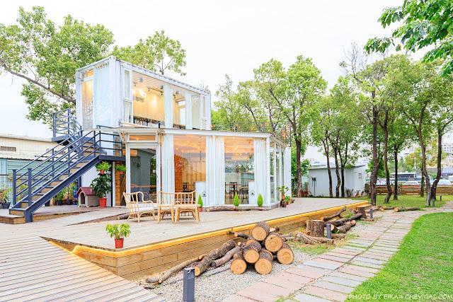 MG 3847 - 窩草的日子,台中人氣景觀餐廳,純白玻璃貨櫃屋搭配大片草皮好放鬆,夜晚閃閃發光也很美!