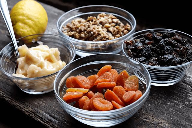 Kuivatatud puuviljad ja pähklid