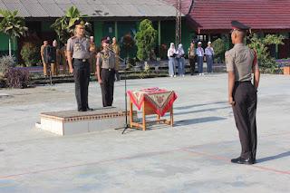 Kapolres Lampung Barat AKBP Rahmat Tri Haryadi,S.IK Menjadi Inspektur Upacara Di SMAN.1 Liwa