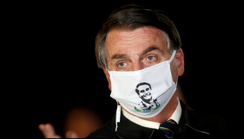 El presidente Jair Bolsonaro dijo el martes que se sentía mejor después de haber sido tratado con hidroxicloroquina y azitromicina /  VOA