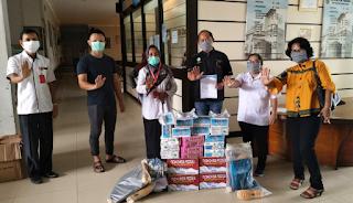 Peduli C-19, PSMTI dan Komunitas Tionghoa Serahkan ADP dan Makanan