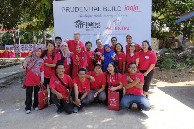 Sehari Menjadi Tukang Bangunan Bersama Prudential Indonesia