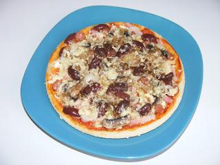 pizza, pizza la tigaie, retete de mancare, retete culinare, pizza de casa, mancaruri, pizza preparatedevis,