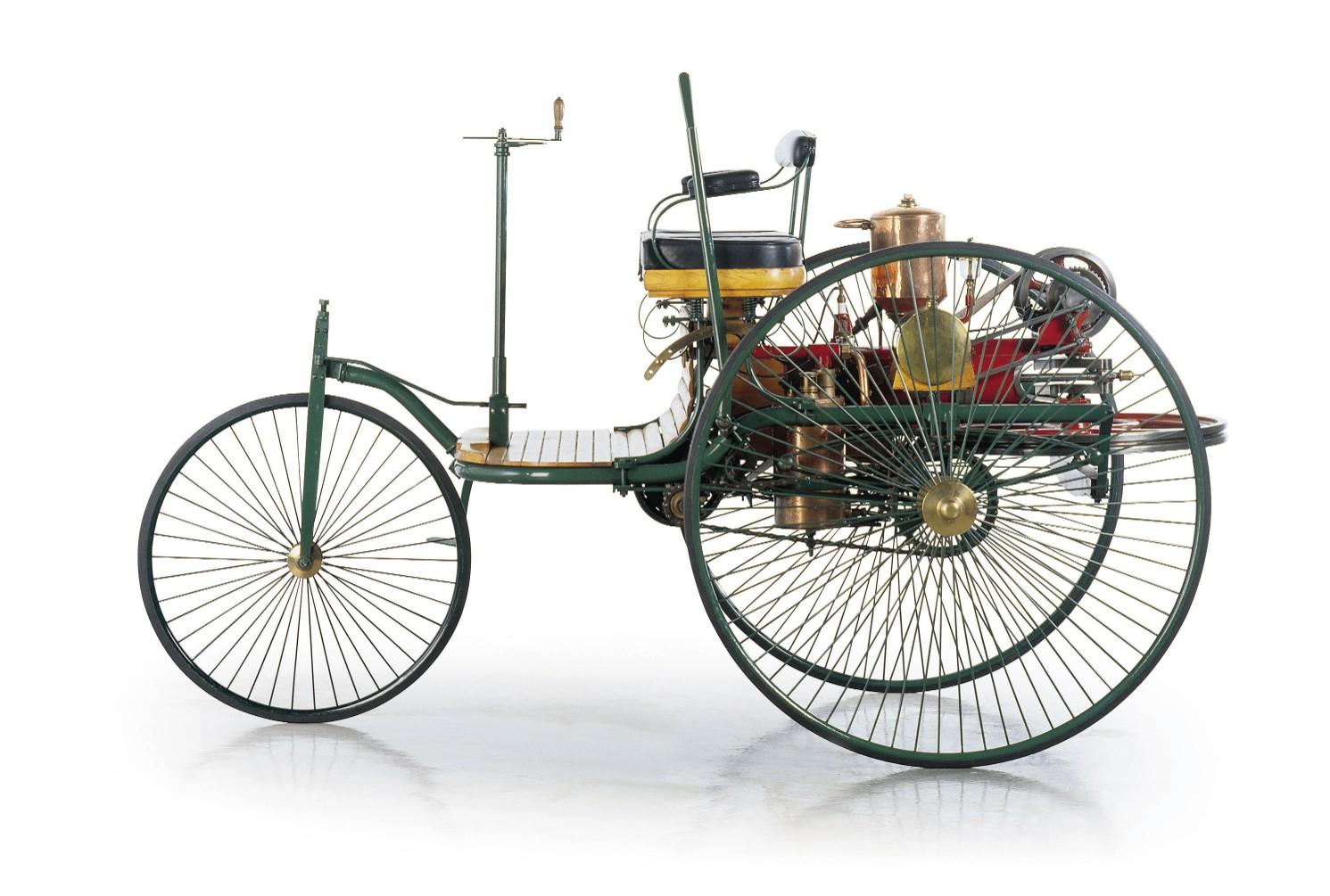 اول سيارة في العالم