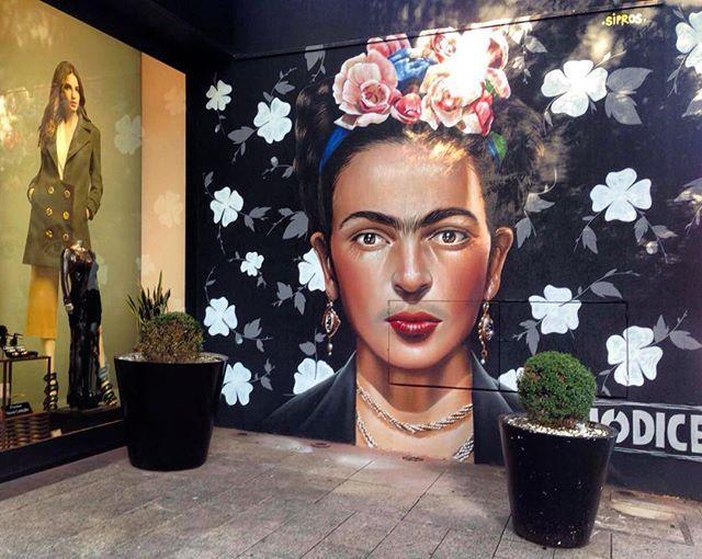 Imagem de Frida Kahlo, em grafite de Sipros